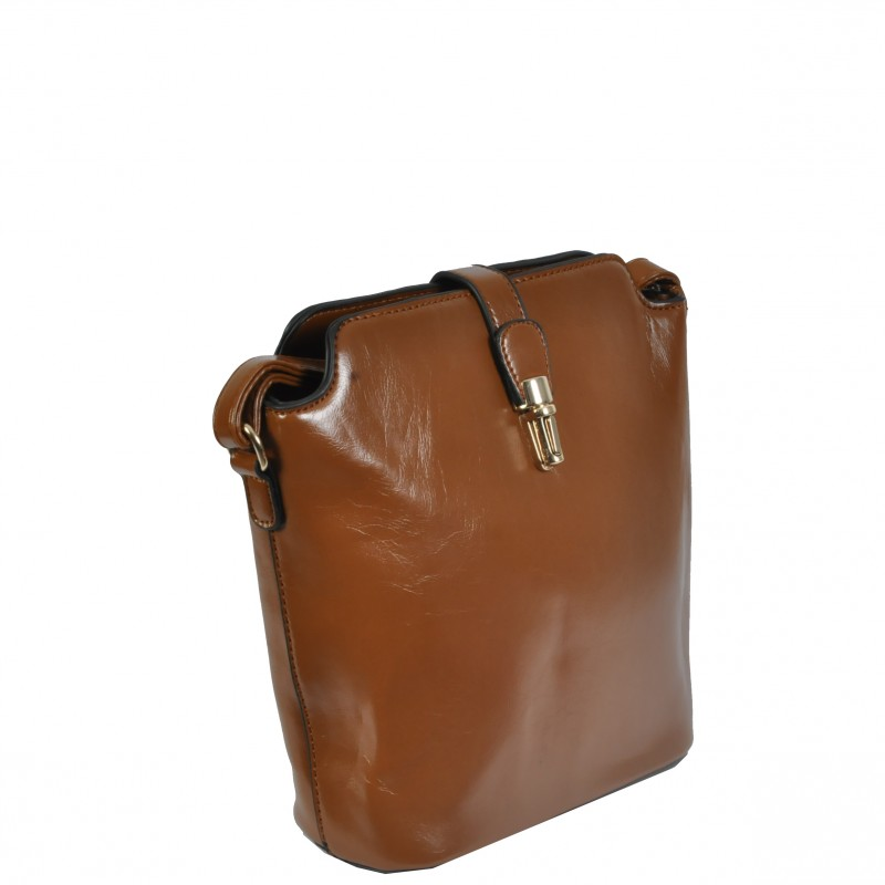 Малка кафяа чанта